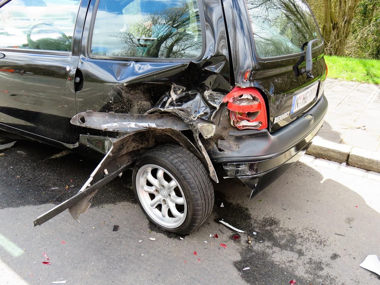 これから梅雨入り!交通事故は雨の日は増えるのか?交通事故にあった場合の対処法