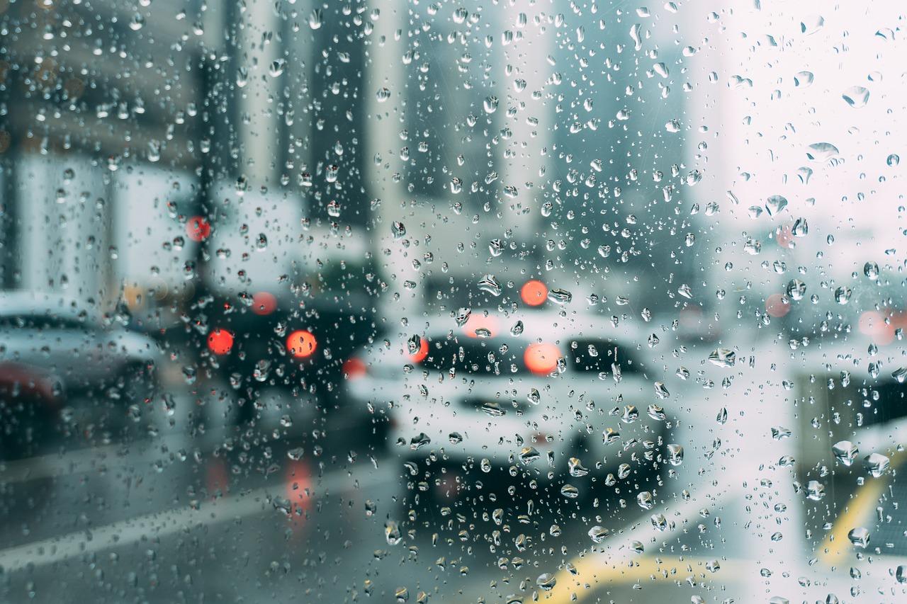 これから大雨が増えてくる?豪雨に注意を‼頭痛など出てくる人も急増中