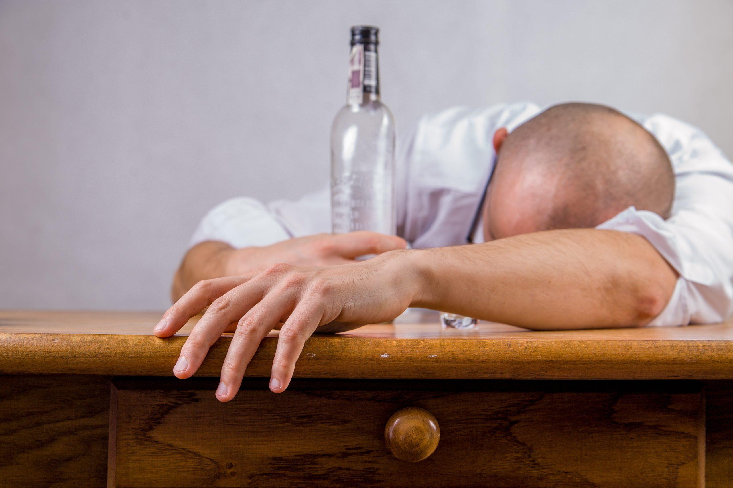 アルコールが免疫力を下げる理由とは